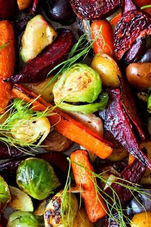 Des betteraves, des carottes, des choux de Bruxelles et des pommes de terre.