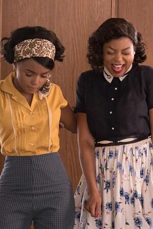 Trois femmes (Janelle Monae, Taraji P. Henson, Octavia Spencer) dansent dans une cuisine.