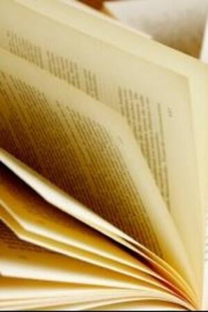 Les livres sont ouverts.