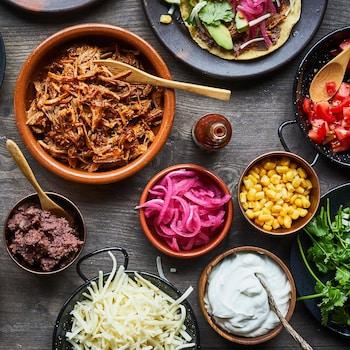 Tablée de garniture à tostadas à assembler: avocats, tomates, maïs...