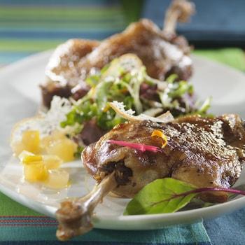 Des cuisses de canard avec verdure.