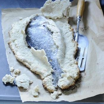Une dorade entière en pâte de sel.