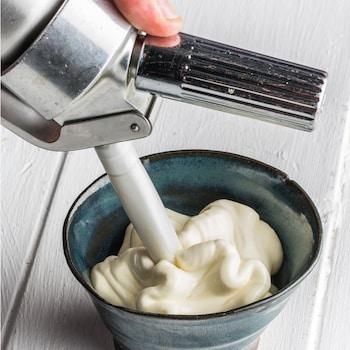Une sauce béarnaise dans un siphon.