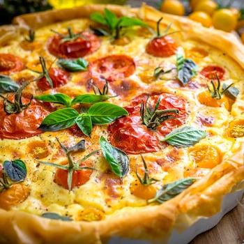 Un tarte aux tomates gratinée sortie du four.