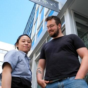 Yuri Kim et David Trudeau-Fortier devant la caméra.