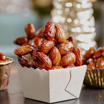 Des bouchées de caramel aux amandes.