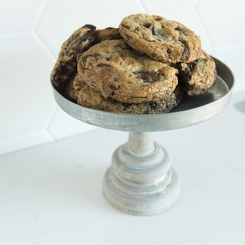 Des gros biscuits moelleux à la guimauve et au chocolat.