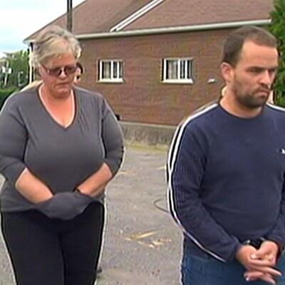 Les trois suspects ont été arrêtés menottes aux poings.