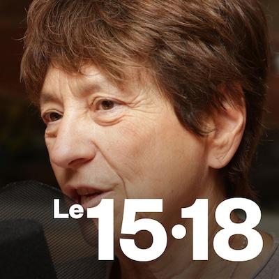 Françoise David parle au micro d'ICI Première.