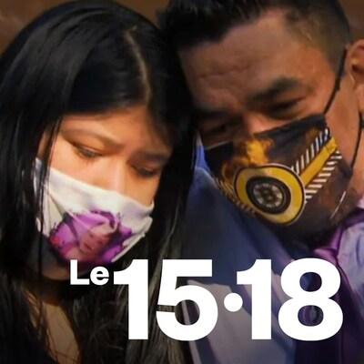 Deux personnes portant un masque s'étreignent.