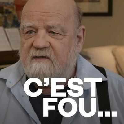 Serge Bouchard et le logo de l'émission C'est fou.