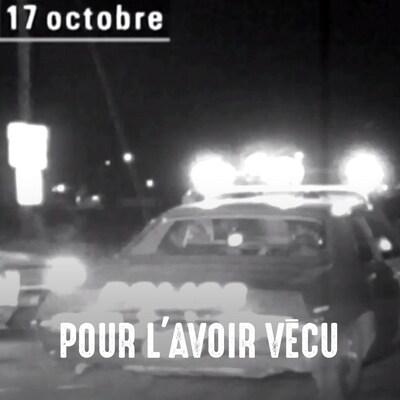Image d'archives montrant une voiture de police, gyrophares allumés.