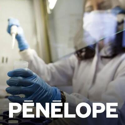 Une scientifique manipule des instruments de recherche.