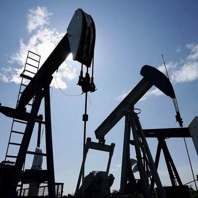 Vue sur un puits de pétrole.