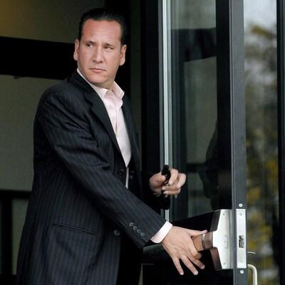 Leonardo Rizzuto tient une porte ouverte.