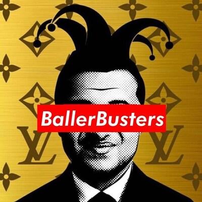 Homme portant un chapeau de clown, avec les yeux couverts d'un bandeau portant la mention « Baller Busters ».