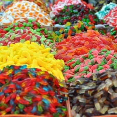Des monticules de bonbons.