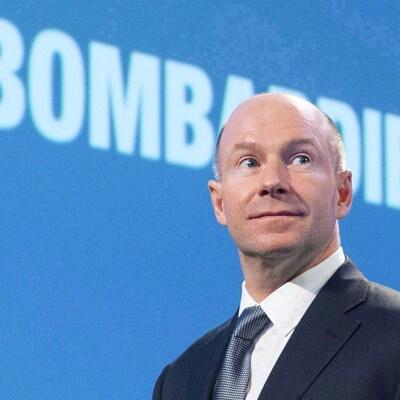 Le PDG de Bombardier, Alain Bellemare, devant le logo de l'entreprise