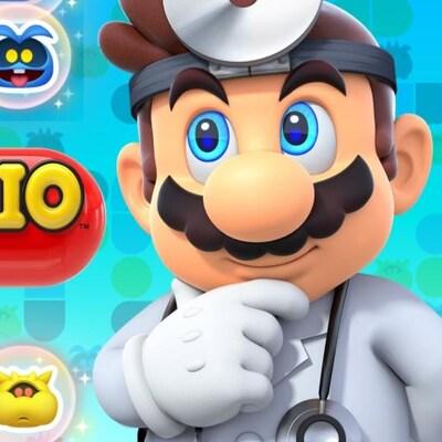 Le personnage de Mario est vêtu d'un sarrau, et porte un stéthoscope et un miroir frontal.