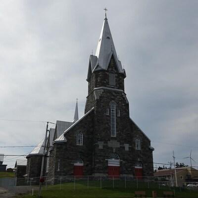 Une clôture a été installée autour de l'église de Baie-des-Sables.