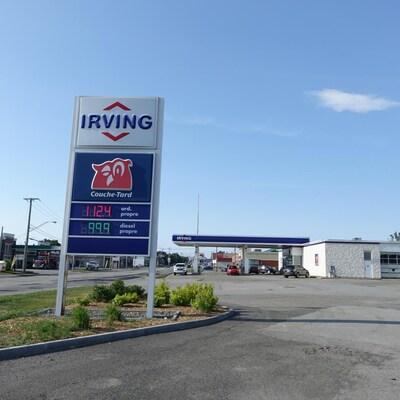 Une station de service Irving affiche un prix de 112,4 cents le livre, le 29 juin 2020.