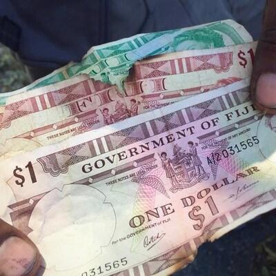 Des billets de 1 $ et de 2 $ en provenance de Fidji.