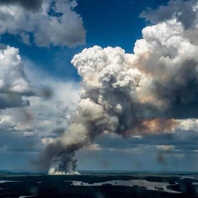 Les feux de forêt comme celui, qui a eu lieu dans la région de La Ronge, en Saskatchewan, représentent un plus grand risque en raison du réchauffement accru au Canada.