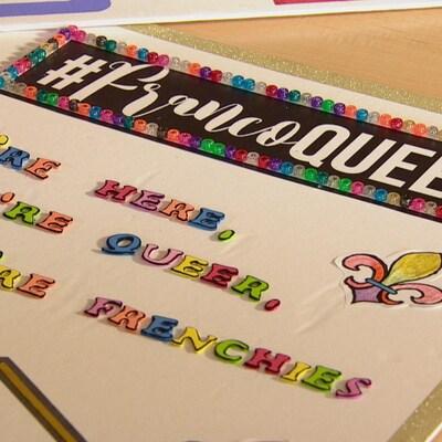 une affiche pour le défilé de la fierté gaie d'Edmonton avec écrit dessus le hashtag francoqueer