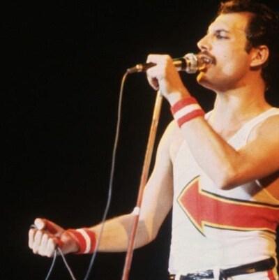 Freddie Mercury a été le chanteur du groupe Queen's jusqu'en 1991.