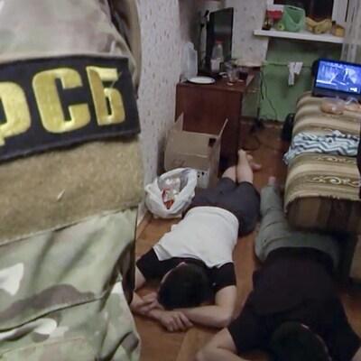 Ces images proviennent d'une vidéo non datée montrant les agents du FSB lors d'une opération de démantèlement d'une cellule de l'EI.