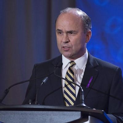 Rick Peterson lors d'un débat bilingue à Moncton au moment de la course à la chefferie conservatrice en 2017.