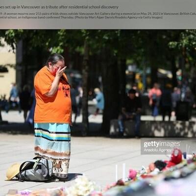 Capture d'écran d'une photo montrant une femme en chagrin vendue sur le site de Getty Images pour 575$.