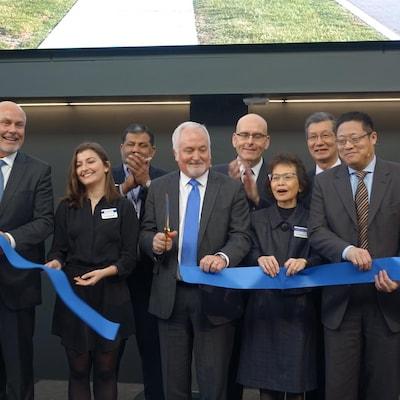 Le président de GM Canada, Steve Carlisle, a procédé à la coupe du ruban du centre de développement de Markham.