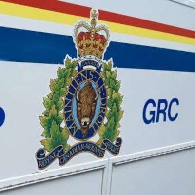 Armoiries sur un véhicule de la Gendarmerie royale du Canada.