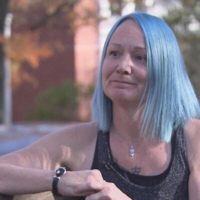 Guylaine Lebreux poursuit son combat juridique contre ses agresseurs. On aperçoit ici Mme Lebreux en entrevue.