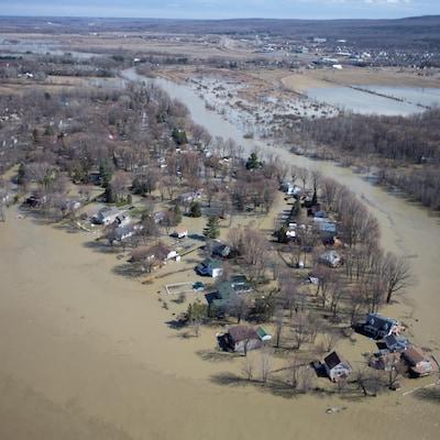Vue arienne des zones inondées de Rigaud.