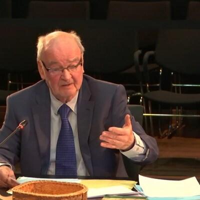 Le professeur de droit à l'Université d'Ottawa, Jean-Paul Lacasse, a témoigné vendredi matin à la Commission d'enquête sur les relations entre les Autochtones et certains services publics.
