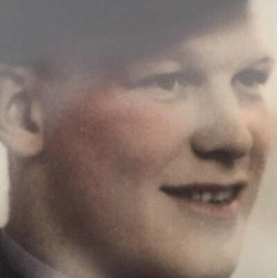 Un portrait colorisé d'un homme au début des années 40.