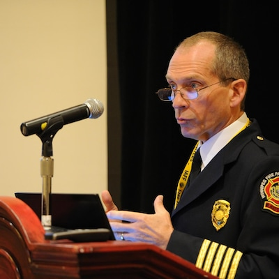Le chef des pompiers et ambulanciers de Winnipeg, John Lane.