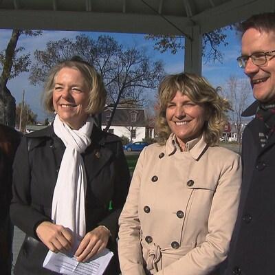 Josée Néron en compagnie de Mireille Jean et Sylvain Gaudreault