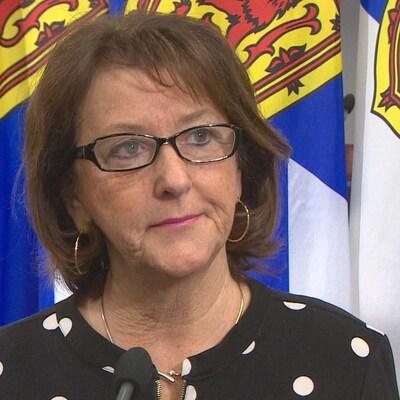 La ministre Karen Casey en point de presse le 13 décembre 2018 à Halifax.