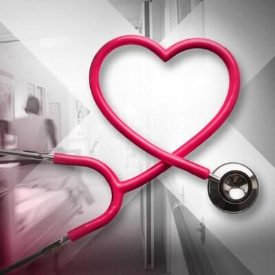 Un stéthoscope en forme de coeur.