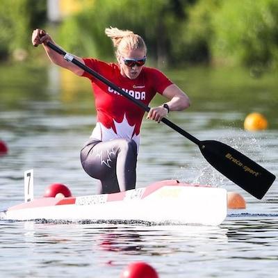 Laurence Vincent-Lapointe en action sur son canoë.