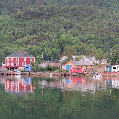 Une photo idyllique de Little Bay Islands.