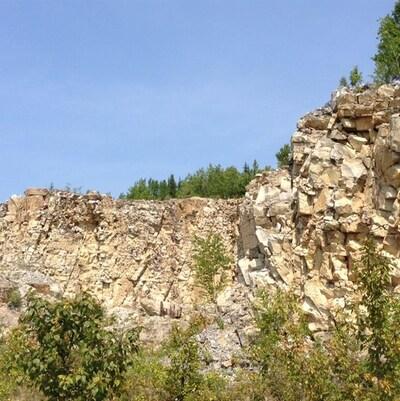 Un côté de la mine de silice à Saint-Vianney dans la Matapédia