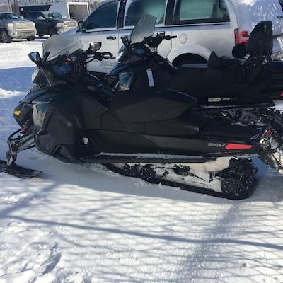Les autorités invitent les adeptes de motoneige à faire preuve de vigilance lorsqu'ils s'aventurent sur les eaux glacées.