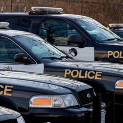 Des véhicules de la police provinciale