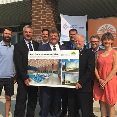Le député d'Abitibi-Est, Guy Bourgeois, a annoncé lundi matin une aide financière dans le but de construire une nouvelle piscine à l'école secondaire La Concorde de Senneterre.