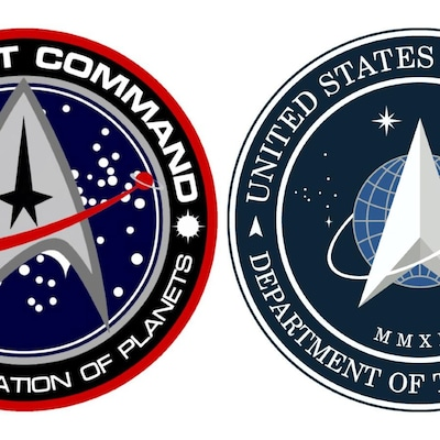 Deux logos montrant une flèche qui pointe vers le haut dans un cercle.