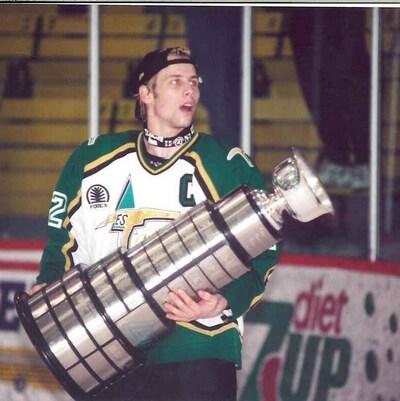 Bégin qui a évolué trois saisons pour le Vert et or a été repêché au 2e tour par les Flames de Calgary en 1998. De 2003 à 2009, il a porté l'uniforme du Canadien.